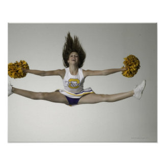 Cheerleader, die Spalten in der mittleren Luft tut Poster
