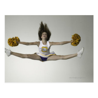 Cheerleader die Spalten in der mittleren Luft tut Postkarten
