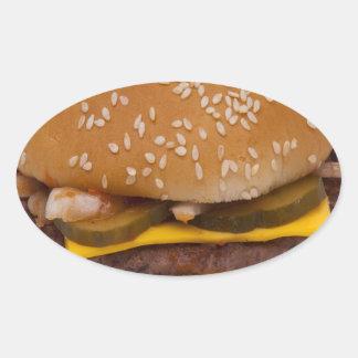 Cheeseburger auf Sesam-Samen-Brötchen Ovaler Aufkleber