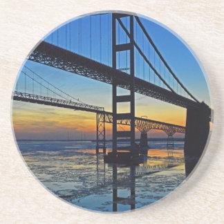 Chesapeake Bay-Brücken-Sonnenuntergang über Untersetzer