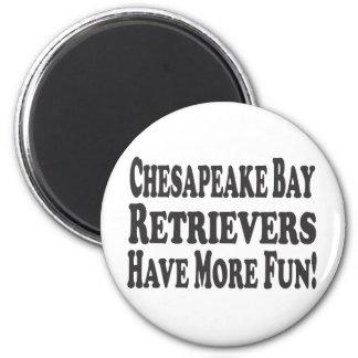 Chesapeake Bay-Retriever haben mehr Spaß! Runder Magnet 5,7 Cm