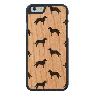 Chesapeake-Bucht-Retriever-Silhouette-Muster Carved® iPhone 6 Hülle Kirsche
