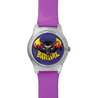 Chibi Batgirl mit Gotham Skylinen u. Logo Uhr