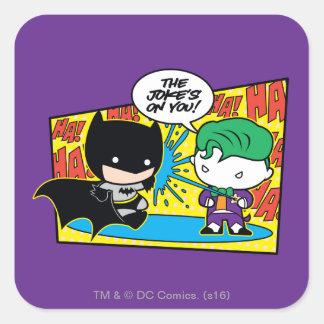Chibi Joker, der Chibi Batman Pranking ist Quadratischer Aufkleber