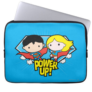 Chibi Supermann u. Chibi Supergirl Power oben! Laptopschutzhülle
