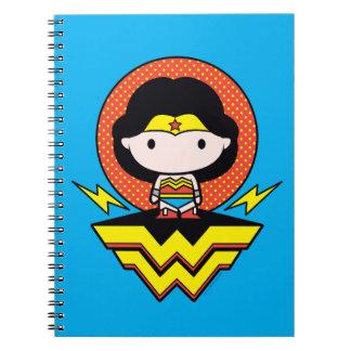 Chibi Wunder-Frau mit Tupfen und Logo Spiral Notizblock
