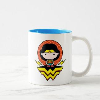 Chibi Wunder-Frau mit Tupfen und Logo Zweifarbige Tasse