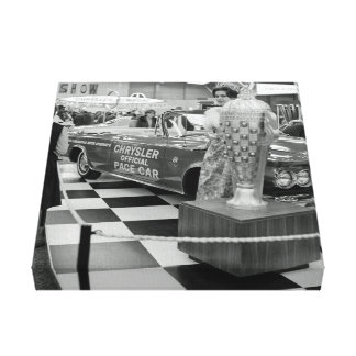 Chicago-Auto-Show-Chrysler-Schritt-Auto-Frau 1963 Leinwanddruck
