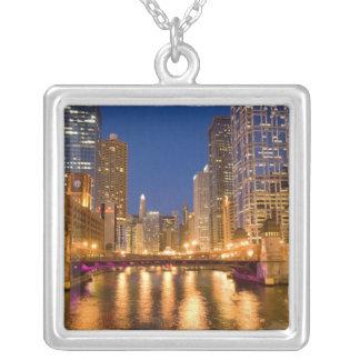 Chicago, Illinois, Skyline und Chicago River an Versilberte Kette
