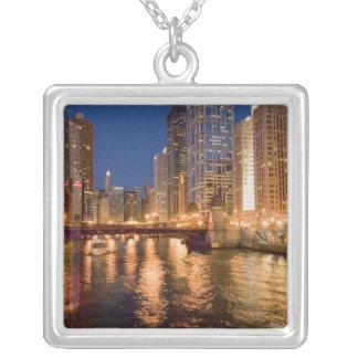 Chicago, Illinois, Skyline und Chicago River bei 2 Versilberte Kette