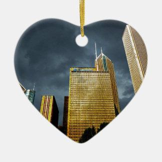 Chicago-Skyline vor einem Sturm Keramik Herz-Ornament