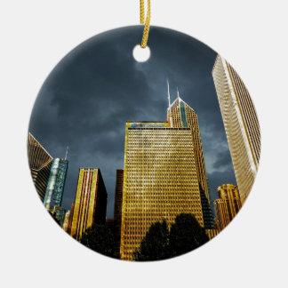 Chicago-Skyline vor einem Sturm Rundes Keramik Ornament