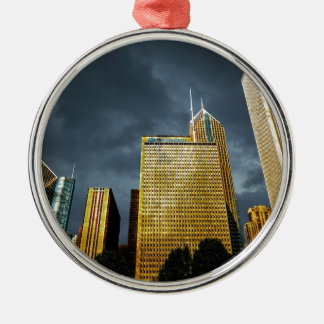 Chicago-Skyline vor einem Sturm Rundes Silberfarbenes Ornament