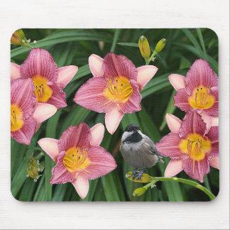 Chickadee mit rosa Blumen - Mauspad