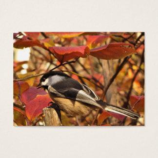 Chickadee-Vogel mit rosa Herbst-Laub ATC Visitenkarte
