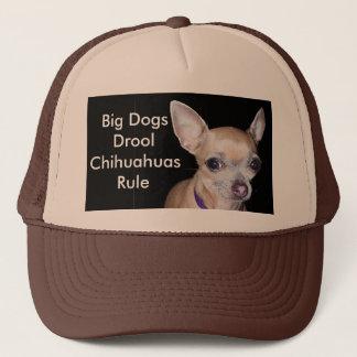 Chihuhahua, das Sie betrachtet Truckerkappe