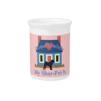 Chinese Shar-Pei Zuhause ist wo Getränke Pitcher