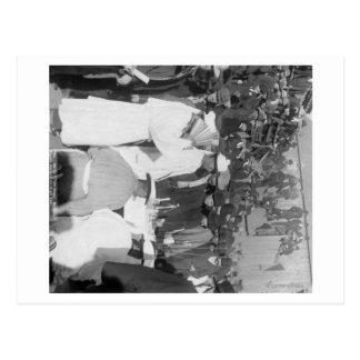 Chinesische Trauernde am Beerdigungs-Service für Postkarte
