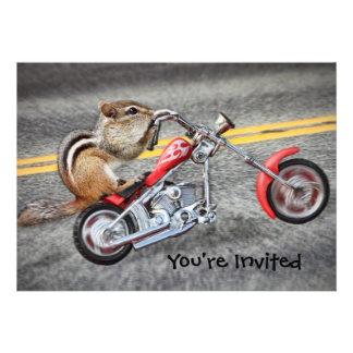 Chipmunk-Radfahrer, der ein Motorrad reitet Individuelle Einladungskarten