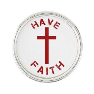 Christlich haben Sie Glauben-rotes Kreuz und Anstecknadel