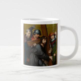 Christus, der das Kreuz, mit der Kreuzigung trägt Jumbo-Tasse