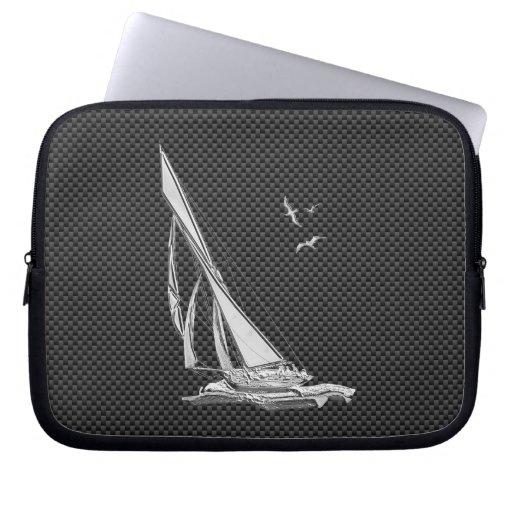 Chrom-Segelboot auf Kohlenstoff-Faser Laptop Sleeve Schutzhülle
