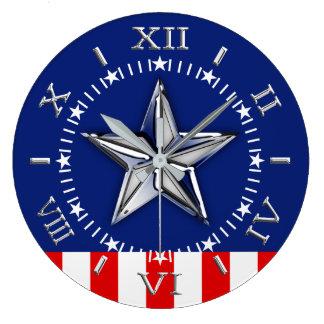 Chrom wie Stern auf festlicher patriotischer Große Wanduhr