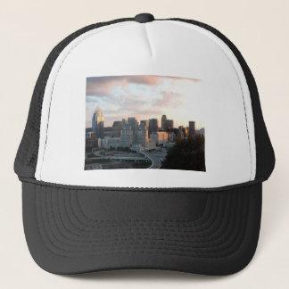 Cincinnati-Skyline am Sonnenuntergang Truckerkappe