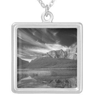 Cirruswolken über Wasservögeln See, Banff Versilberte Kette