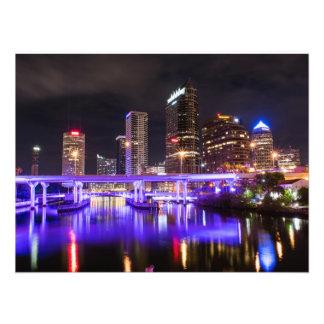 Cityscape mit lila Reflexion der Lichter Fotodruck