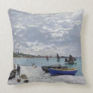 Claude Monet | der Strand bei Sainte-Adresse Kissen