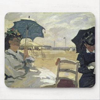 Claude Monet | der Strand bei Trouville, 1870 Mousepad