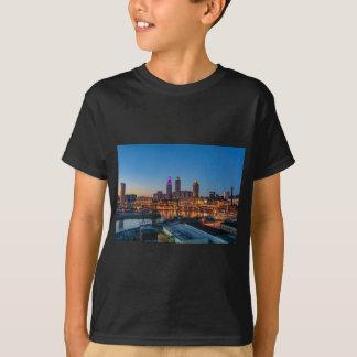 Cleveland-Skyline am Sonnenuntergang T-Shirt