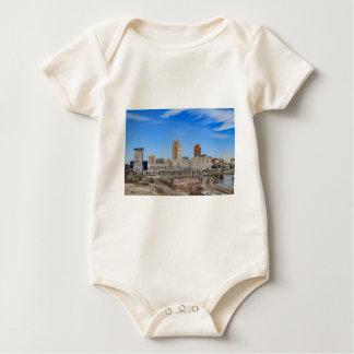 Cleveland-Skyline Baby Strampler