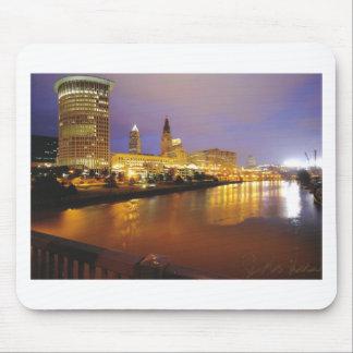Cleveland-Skyline nachts Mousepad