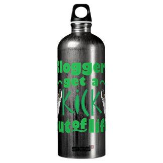 Cloggers erhalten einen Tritt aus dem Leben heraus Wasserflasche