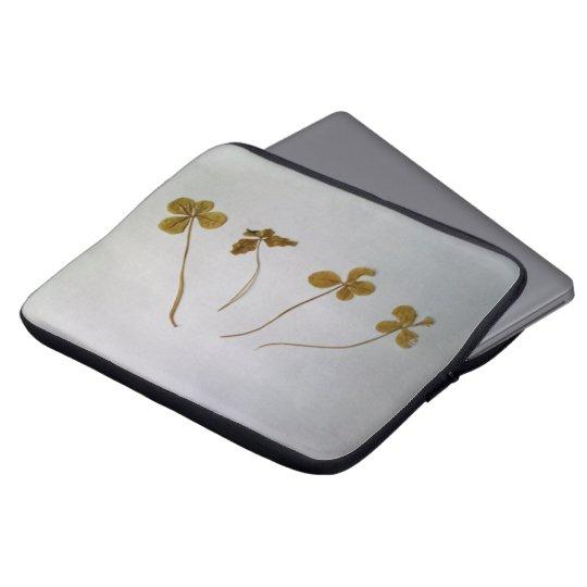 Clovers, Kleeblätter, Vergänglichkeit Laptopschutzhülle