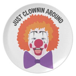 Clownin herum teller