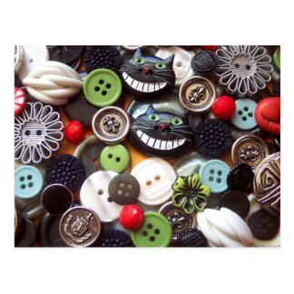 Collage mit schwarzen Cheshire-Katzen-Knöpfen Postkarte