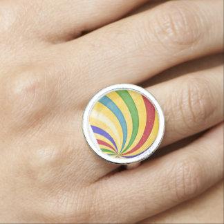 Colorful retro spiral ring
