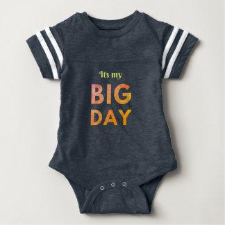 Cool seine ein großen Tagesgeburtstagsfeier-Baby Baby Strampler