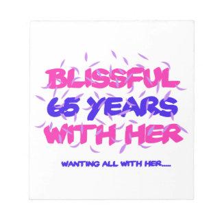 Cool und 65. Heiratjahrestagsentwurf neigend Notizblock