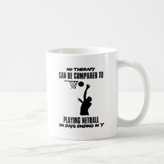 cool und Netball ENTWÜRFE neigend Kaffeetasse