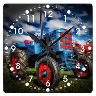 Coole blaues Rot-Antiken-Traktor-Geschenke für Bau Quadratische Wanduhr