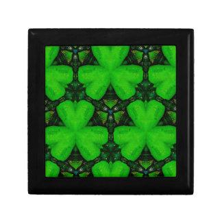 Coole moderne vibrierende grüne Kleeblätter Schmuckschachtel