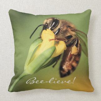 Coole niedliche Spaß-Honig-Biene glauben Kissen