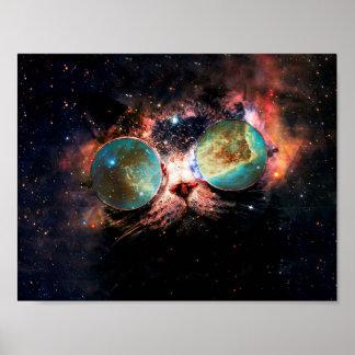 Coole Raum-Katze mit Teleskop-Gläsern im Raum Poster