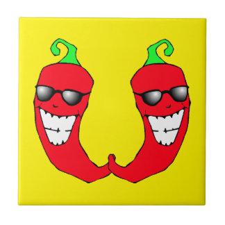 Coole rote Chili-Paprikaschoten-heiße Kleine Quadratische Fliese