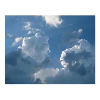 Coole Wolken-Bildungen und blaue Himmel-Postkarte Postkarte