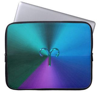 Cooler Hued metallischer Tierkreis-Zeichen-Widder Laptop Sleeve